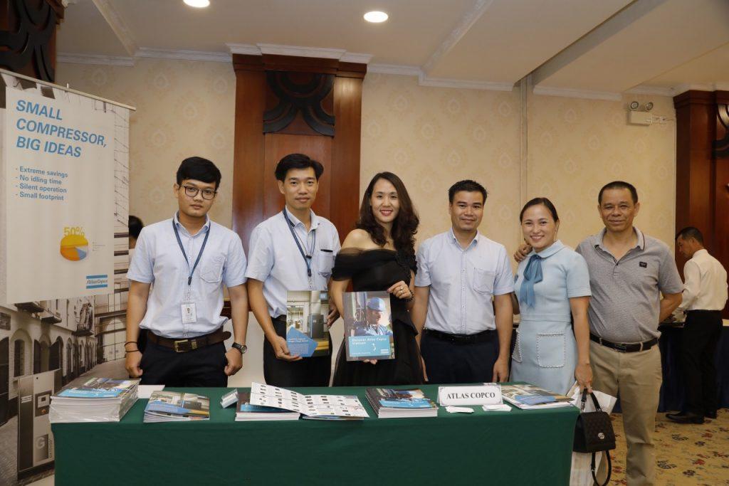 Tie Việt Nam tạiHAMEE Cafe Talk