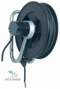 Cable reel Series 793Cable reel Series 793 là một cuộn cáp có độ bền cao. Có 1 pha và 3 pha. Được cung cấp với mức bảo vệ cho quá trình quá tải nhiệt. Cuộn cáp Nederman 793 có chiều dài cáp điện lên tới 25 m (82 ft.). Các thành phần cuộn cáp được làm bằng vật liệu tổng hợp và thép mạ kẽm. Cable reel Series 793 có chức năng thu vào dễ dàng và dễ sử dụng với ổ cắm điện cho các công cụ điện. Dẫn điện trong các ngành công nghiệp, sửa chữa ô tô. Cuộn dây cáp điện có chất lượng cao, an toàn và với thiết kế có độ bền cao trong điều kiện vật liệu hỗn hợp tác động mạnh mẽ. Bảo hành:10 năm.