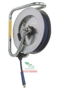 Stainless steel hose reel Series 893Stainless steel hose reel Series 893 với cuộn dây hơi tự rút có kích cỡ trung bình bằng thép không rỉ phù hợp trong môi trường có độ ẩm cao, nơi cần vệ sinh và nơi có nguy cơ tấn công hóa học. Được sử dụng cho nước và khí nén. Tất cả các thành phần trong thép không rỉ và hỗn hợp chống hóa chất. Ổ cắm điều chỉnh giảm thiểu ma sát. Vị trí ổ cắm có thể được điều chỉnh để kéo ra và kéo vào tối ưu góc. Chiều dài từ 10-15m. Có sẵn với vòi cấp nước cho các ngành công nghiệp thực phẩm với áp suất thấp cũng như vòi nước cao áp. Bảo hành: 10 năm. Sản phẩm thuộc Nederman. Xuất xứ Thụy Điển.