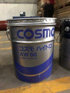 Dầu COSMO HYDRO AW 68Dầu COSMO HYDRO AW 68 cũng có thể đảm bảo hiệu suất ổn định ngay cả khi sử dụng ở nhiệt độ cao điều kiện nhiệt độ và áp suất cao vì tính ổn định nhiệt tuyệt vời của nó. Các đặc tính chống nước tuyệt vời và đặc tính thủy phân ổn định của Dầu COSMO HYDRO AW 68 cho phép nó ngăn chặn việc tạo ra các chất ăn mòn phụ gia tạo ra thông qua sự hòa tan khi trộn với nước. Khả năng thích ứng linh hoạt với các vật liệu và kim loại làm kín. Đặc điểm biến dạng tuyệt vời. Độ nhớt 68. Thiết bị thủy lực cho máy xây dựng. Thiết bị thủy lực cho xe đặc biệt. Sản phẩm từ COSMO. Xuất xứ Nhật Bản.