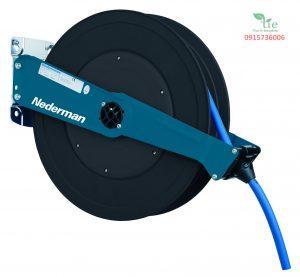 Hose reel Series 888/889 MIỄN PHÍ DÙNG THỬ- MIỄN PHÍ GIAO HÀNG- MIỄN PHÍ LẮP ĐẶTCuộn dây hơi có kích cỡ trung bình Hose reel Series 888/889 với thiết kế mở, các cuộn rất dễ dàng sử dụng. Chiều dài từ 10-20m. Cuộn dây hơi tự rút được làm 100% từ cao su có vỏ NBR/PVC ống bên trong NBR được bện dệt từ sợi tổng hợp và có độ dẫn nhiệt. Ratchet dễ dàng sử dụng khi có yêu cầu Vị trí đầu ra có thể được điều chỉnh thông qua 120 ° cho góc kéo ra và góc kéo tối ưu. Cuộn ống hơi nặng áp dụng cho khí nén, nước, dầu và dầu mỡ lên đến 100°Cdùng trong tất cả các ngành công nghiệp Có thể dễ dàng được điều chỉnh từ bên ngoài. Dịch vụ, bảo trì và giữ sạch sẽ. Có thể được cài đặt trên tường hoặc trên trần nhà. Bảo hành: 10 năm. Xuất xứ Thụy Điển. Sản phẩm thuộc Nederman.